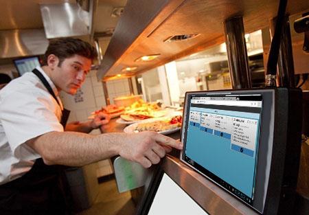 Kuhinjski monitor se postavi v kuhinjo